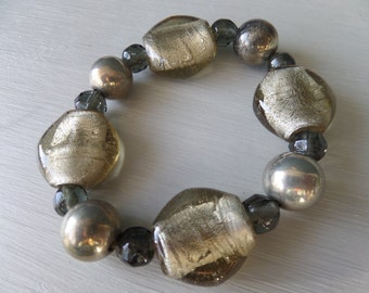 FREE SHIPPING Gold Brown Two Tone Resin Elasticated Bracelet, Oval and Round Shaped Stones, Smooth and Faceted Beads, Excellent Condition