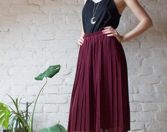 Vintage Midi Pleated Skirt in Burgundy / One Size