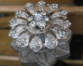 Silver and Rhinestone Flower Wine Stopper