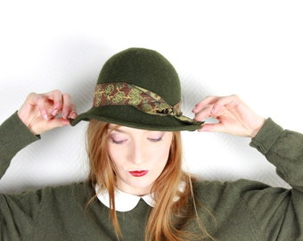 French Vintage 1950-s 60s Khaki Bowler Hat w/ printed 'scarf' ribbon trim bow / Green Fedora Derby Wool Hat Womens Retro Mod / S - M