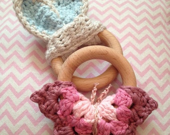 Wooden teething ring with crochet