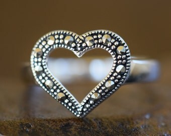 Vintage Heart Hematite Chip Gemstone Silver 925 Ring, US Size 7.75, Used