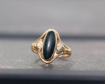 10 Karat Yellow Gold Vintage Bloodstone Gemstone Solitaire Ring, US Size 3.75, Used Vintage Jewelry
