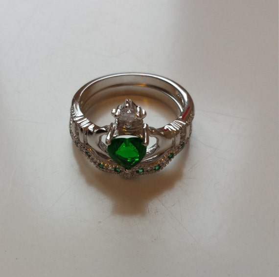 emerald green claddagh ring with zirconia