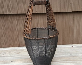 Wire Heavy Duty Basket Heavy Metal Base Wicker Handle and Supports