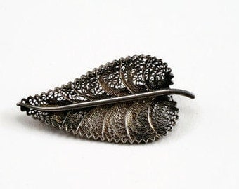 Silver, filigree leaf brooch - vintage/delicate/highly detailed/leaf pin/nature brooch/fine/gift for her/free shipping
