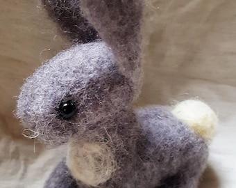 Rabbit puppet in needle felt, carded wool, felted animals, miniature toy animals felt rabbit, waldorf, Easter gift