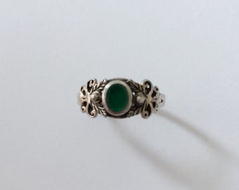 Vintage 1960's Emerald Green Silver Solitaire Cabochon Ring Floral Flower Art Nouveau May Birthstone