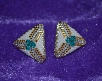 Peyote laced ear stud with Swarovski Bicones