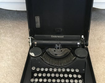 Underwood Portable  20s 30s Typewriter with box