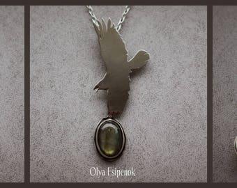 Bird pendant Labradorite pendant Bird's silhouette Nickel silver Labradorite gemstone Wild animal Nature necklace Nature inspired