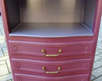 Pretty Dresser painted 3 drawers
