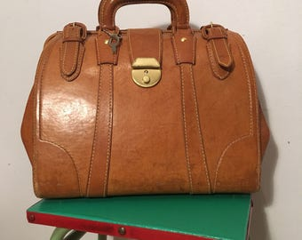 Vintage 1970s Tan Leather Gladstone Bag with Key