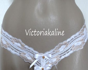 Sexy string - lace from Calais, white satin