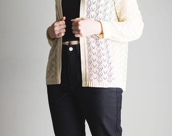 Cream crochet knit collared jacket // cardigan // vintage // acrylic // shoulder pads // kitsch // retro