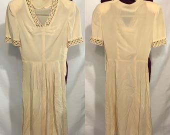 1940's | Beige Day Dress | small shoulder pads