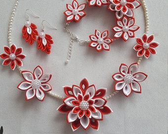Set of necklace bracelet earings