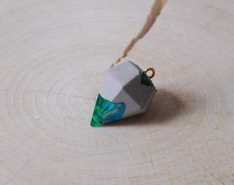 Concrete diamond pendant acrylic lagoon on request with chain piece