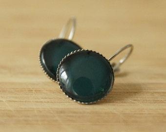 Cabochon earrings 14 mm, dark green