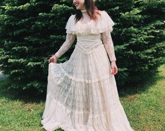 Vintage Lace Detailed Southern Comfort Dress // Small