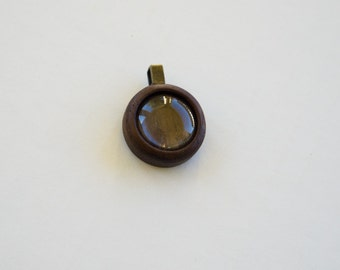 Finished pendant setting tray - 20 mm cavity - Walnut - Brass bail - (Z203c-W)