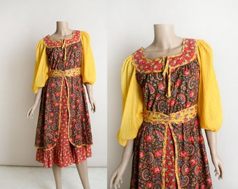 Vintage 1970s Floral Dress - Folk Peasant Style Russian Ethnic Look - Square Dance Dress - Apron Skirt - Mustard Yellow Puff Sleeve - Small