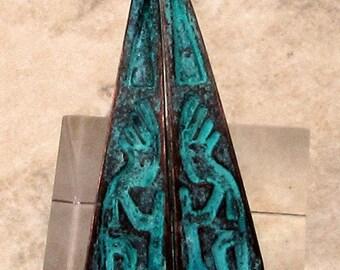 Kokopelli Teardrops, Green Patina, Boho Charm, 1 Pair, M477