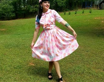 1950s Vintage Pink Daisy Print Dress with Neck Tie Pink Orange Daisy Print Peter Pan Collar Pleated Full Skirt Size Small