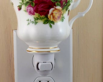 Royal Albert  Fine English China OLD COUNTRY ROSES  Pattern Tea Cup Night Light
