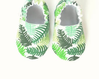 Greenery Baby Moccs / Baby Shoes / Baby Moccasins / Childrens Indoor Shoes / Soft Soled Shoes / Vegan Moccs / Vegan Moccasins / Green Shoes