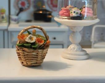 Miniature Flower Basket, Flower Arrangement, Dollhouse Miniature, 1:12 Scale, Mini Flowers, Dollhouse Accessories, Decor