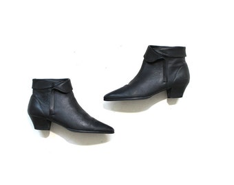 Vintage Ankle Boots 8 / Black Leather Boots / Cuffed Booties / Zip Up Ankle Boots