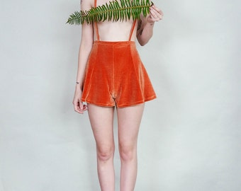 Anne - Velvet suspender short with flared cut - copper rust