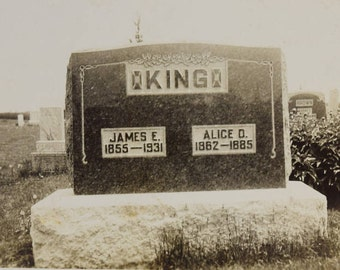Cemetery-Tombstone Photograph-King Family-1930s-Black and White Snapshot-Gravestone-Antique-Vintage Photograph-Grant City Missouri