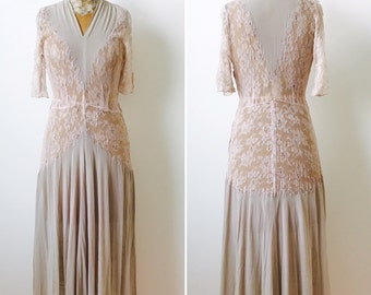 Vintage Dusty Pink 1940s Rayon Chantily Lace dress/Bridal/Vintage wedding dress/Lace sleeves
