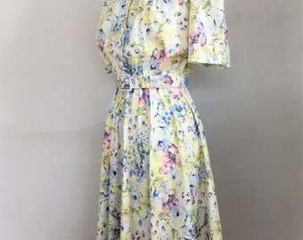 80s Pale Yellow Floral Spring Summer Dress with Belt Knee Length S/M