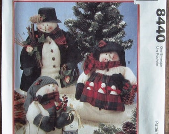 Mr. and Mrs. Snowman and Family Vintage 1990s McCalls Crafts Pattern 8440 UNCUT
