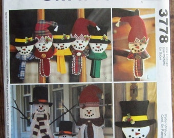 Snowman Greeters, Ornaments and Wall/Door Hanging McCalls Crafts Pattern 3778 UNCUT