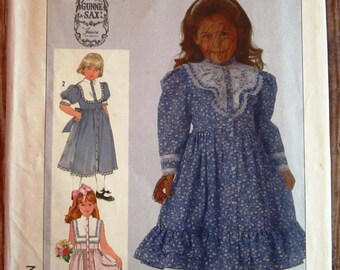 Little Girls Lace Trimmed Dress with Sleeve Length Variations Size 5 Gunne Sax Simplicity Pattern 7407 UNCUT