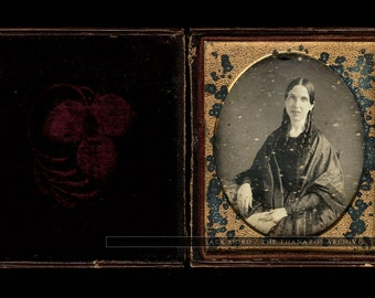 early / mid 1840s daguerreotype - woman with bottle curls - full case & sealed