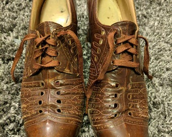 Vintage 1930's 1940's Brown Eyelet Leather Lace Up Low Heel Shoes