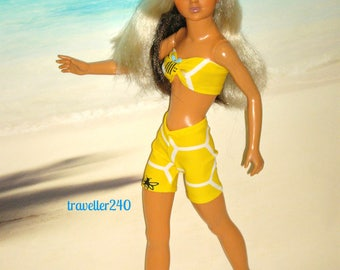 "Doll Clothes for 19"" Vintage Tiffany Taylor, ""Beehive"", Honeycomb Bee Print Top and Shorts, Handmade by traveller240"