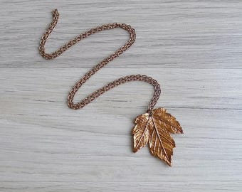 15% SALE (Code In Shop) - Vintage 60's Copper Maple Leaf Pendant Necklace