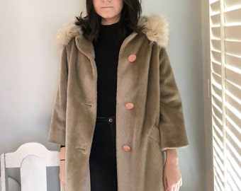 vintage 1960s camel faux wool coat with cream fox collar 3/4 sleeve funky buttons Size M/L