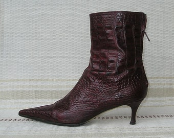 Vintage 90s leather ZARA burgundy pointed toe back zipper boots, size 39 (EUR), 8.5 (US)
