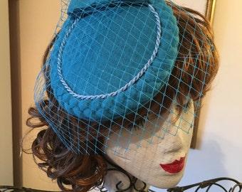 Turquoise blue tilt net bow 50s rockabilly swing jive party wedding hat