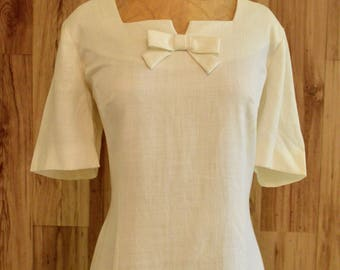 1960s Off White Linen Sheath Dress, Large Sixties Sheath w/ Bow & Square Neckline, Short Sleeve Martin Maron Dress, Alternative Wedding Gown