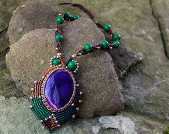 Tribal macrame necklace with agate and malachite
