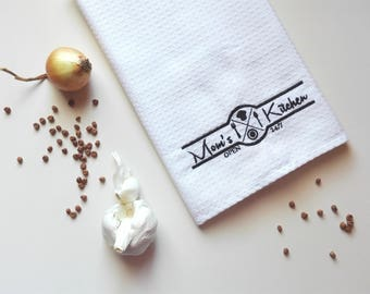 Kitchen Towel Mother Gift / Waffle Tea Towel / Personalized Monogrammed Towel / Hand Towel / Embroidered Towel