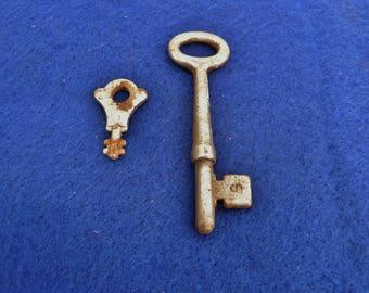 Vintage Skelton Metal Rusty Key Jewelry Box Key Steampunk Assemblage Mixed Media Supply